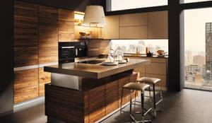 """Küche """"L1"""" mit K7 Insel: moderne Küche von Eckhart Bald Naturmöbel"""