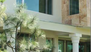 Puertas y ventanas de estilo moderno por Multivi