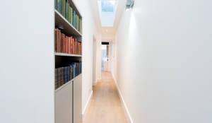minimalistischer Flur, Diele & Treppenhaus von BTL Property LTD
