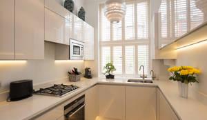 Cocinas de estilo moderno por DDWH Architects