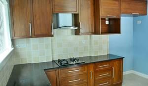 Cucina in stile in stile Coloniale di Creative Axis Interiors Pvt. Ltd.