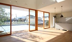 くるりのある家: 設計事務所アーキプレイスが手掛けたtranslation missing: jp.style.窓-ドア.scandinavian窓&ドアです。