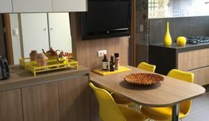 Cocinas de estilo moderno por  Adriana Fiali e Rose Corsini - FICODesign