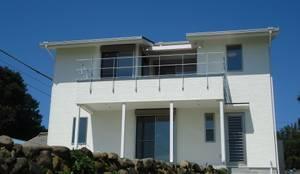 海の見える家: 鶴巻デザイン室が手掛けたtranslation missing: jp.style.家.modern家です。