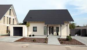 VIO 302 - Wellness Starter-Haus: moderne Häuser von FingerHaus GmbH