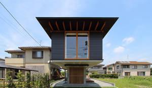 Casas de estilo moderno de 株式会社濱田昌範建築設計事務所