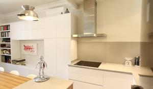 Cocinas de estilo moderno por GPA Arquitectura