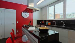 Cocinas de estilo moderno por Lucas Lage Arquitetura