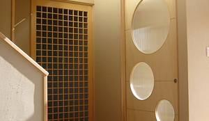 Puertas y ventanas de estilo ecléctico por 設計工房 A・D・FACTORY 一級建築士事務所