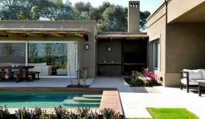 Piscinas modernas por Aulet & Yaregui Arquitectos