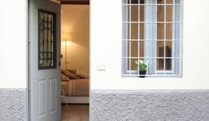 Pasillos, vestíbulos y escaleras de estilo clásico por studio ferlazzo natoli
