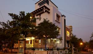 Mr Sudhakar Kakde' s Resideence: asian Houses by M B M architects