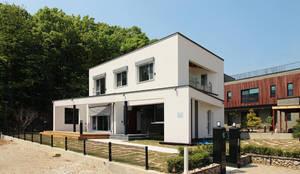 Casas de estilo minimalista por 로이하우스