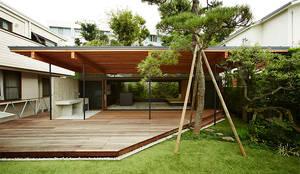 大きな屋根のBBQハウス: すわ製作所が手掛けたtranslation missing: jp.style.庭.eclectic庭です。