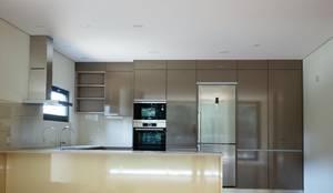 Lethes House: modern tarz Mutfak