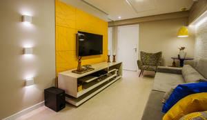 classic Living room by Cris Nunes Arquiteta