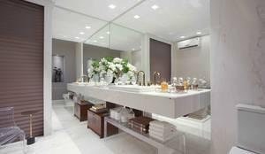 Banheiros e Lavabos: Banheiros modernos por Ju Nejaim Arquitetura