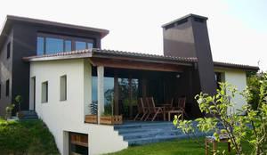 VIVIENDA UNIFAMILIAR EN SADA: Casas de estilo clásico de Intra Arquitectos
