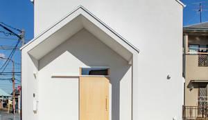 泉大津の家-triangle roof-: 祐建築設計事務所が手掛けたtranslation missing: jp.style.家.modern家です。