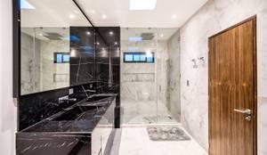 modern Bathroom by ESTUDIO TANGUMA