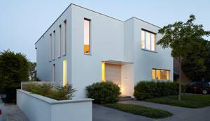 Vorderansicht: moderne Häuser von Lioba Schneider