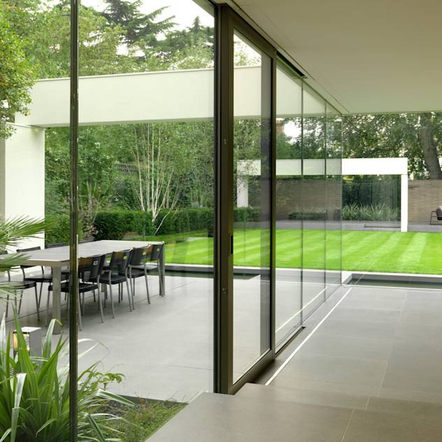 Wimbledon: modern Garden by Gregory Phillips Architects