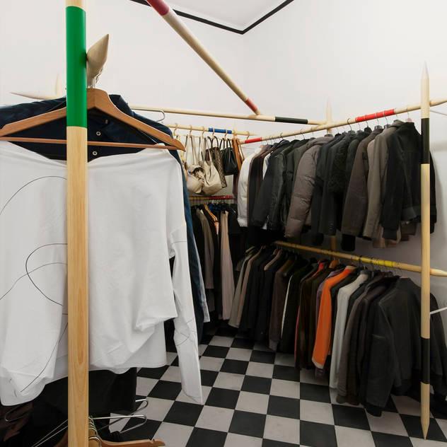 Closets modernos por Elena Cerizza Architetto