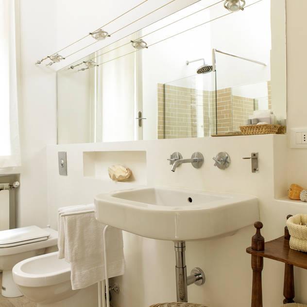 Banheiros clássicos por Tommaso Bettini Architetto