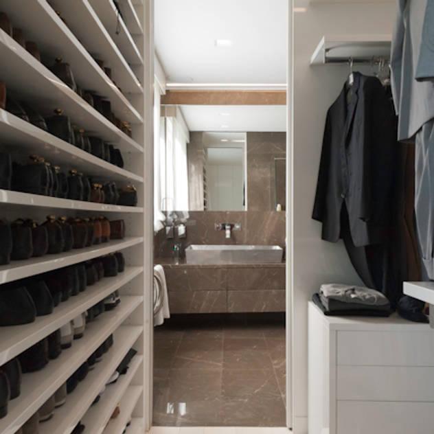 Closets modernos por studiodonizelli