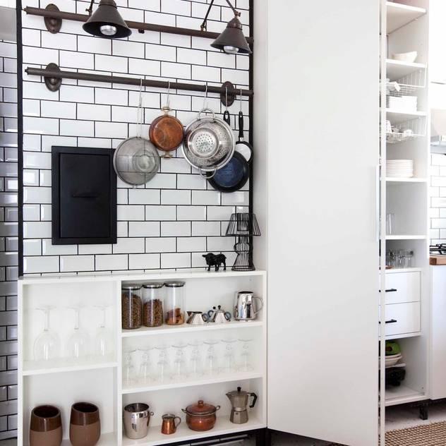 Cozinhas industriais por HANDE KOKSAL INTERIORS