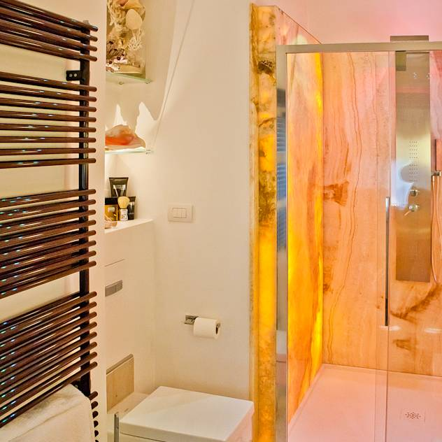 Banheiros ecléticos por GHINELLI ARCHITETTURA
