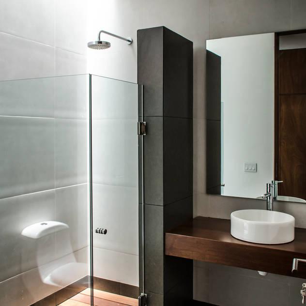 Casas de banho modernas por ADI / arquitectura y diseño interior