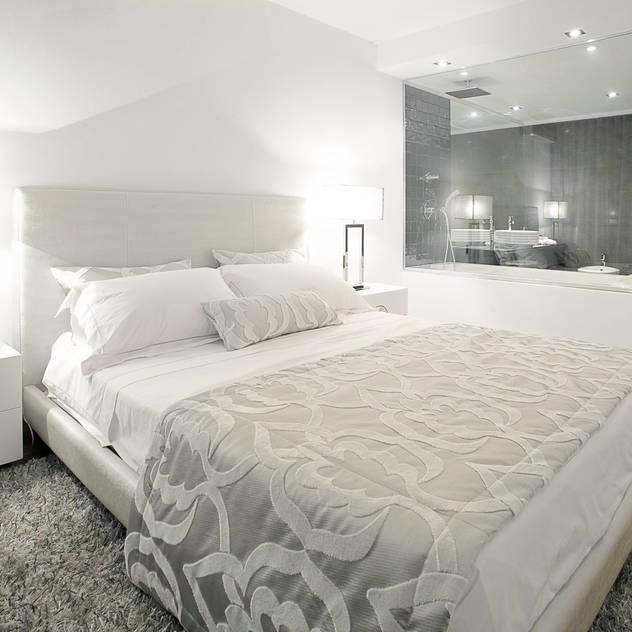 Elegant City Apartment: Quartos modernos por Von Haff