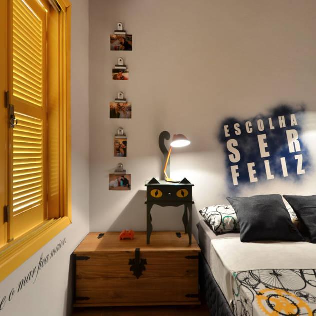BEACH HOUSE - TRAMANDAÍ/RS: Quartos translation missing: br.style.quartos.tropical por Arquitetando ideias