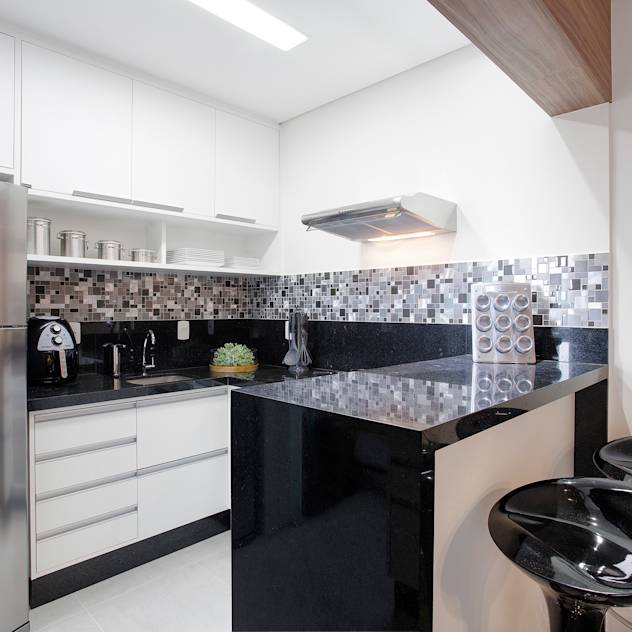 classic Kitchen by Andressa Saavedra Projetos e Detalhes
