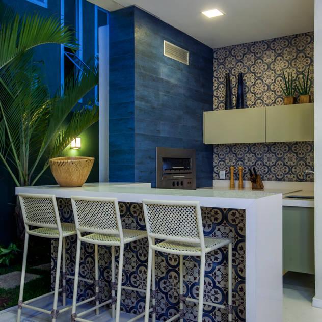translation missing: en.style.terrace.modern Terrace by Eveline Sampaio Arquitetura e Interiores