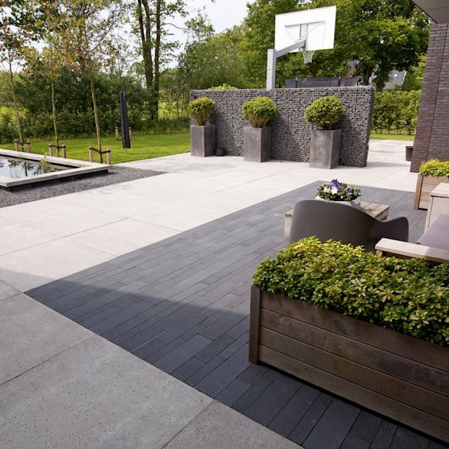 10 amazing contemporary gardens award winning contemporary concrete planters and sculpture by - Moderne landschapsarchitectuur ...