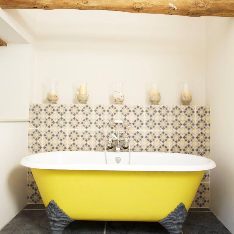 Baños de estilo translation missing: mx.style.baños.rural por Woodford Architecture and Interiors