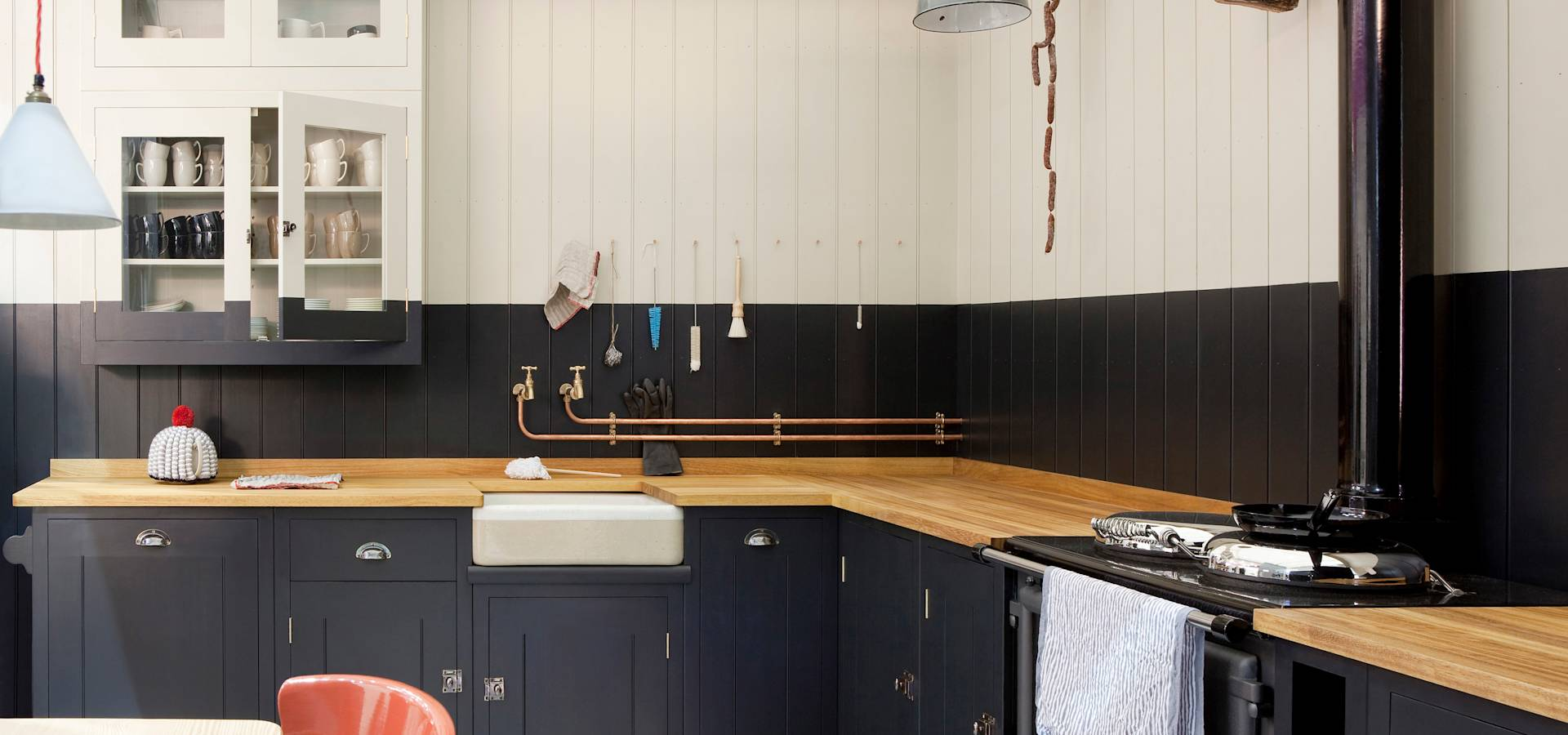 British standard by plain english kitchen manufacturers for Plain english cupboards