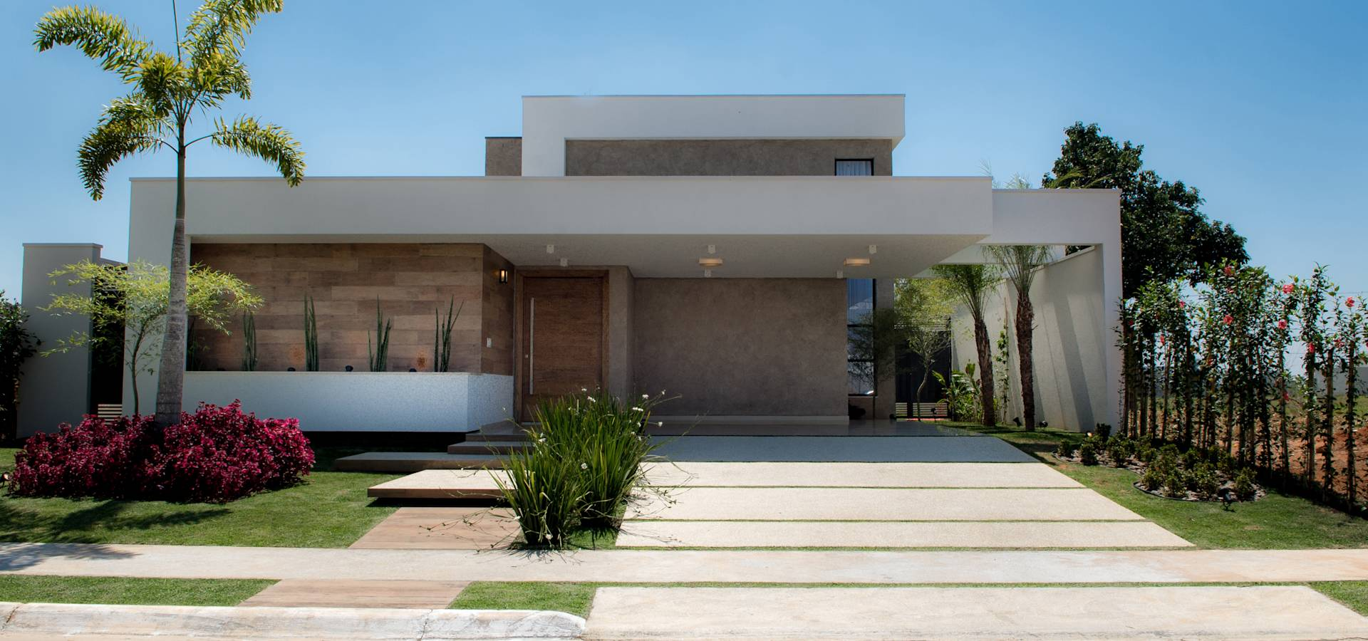 Casa t rrea contempor nea por camila castilho for Casa classica moderna