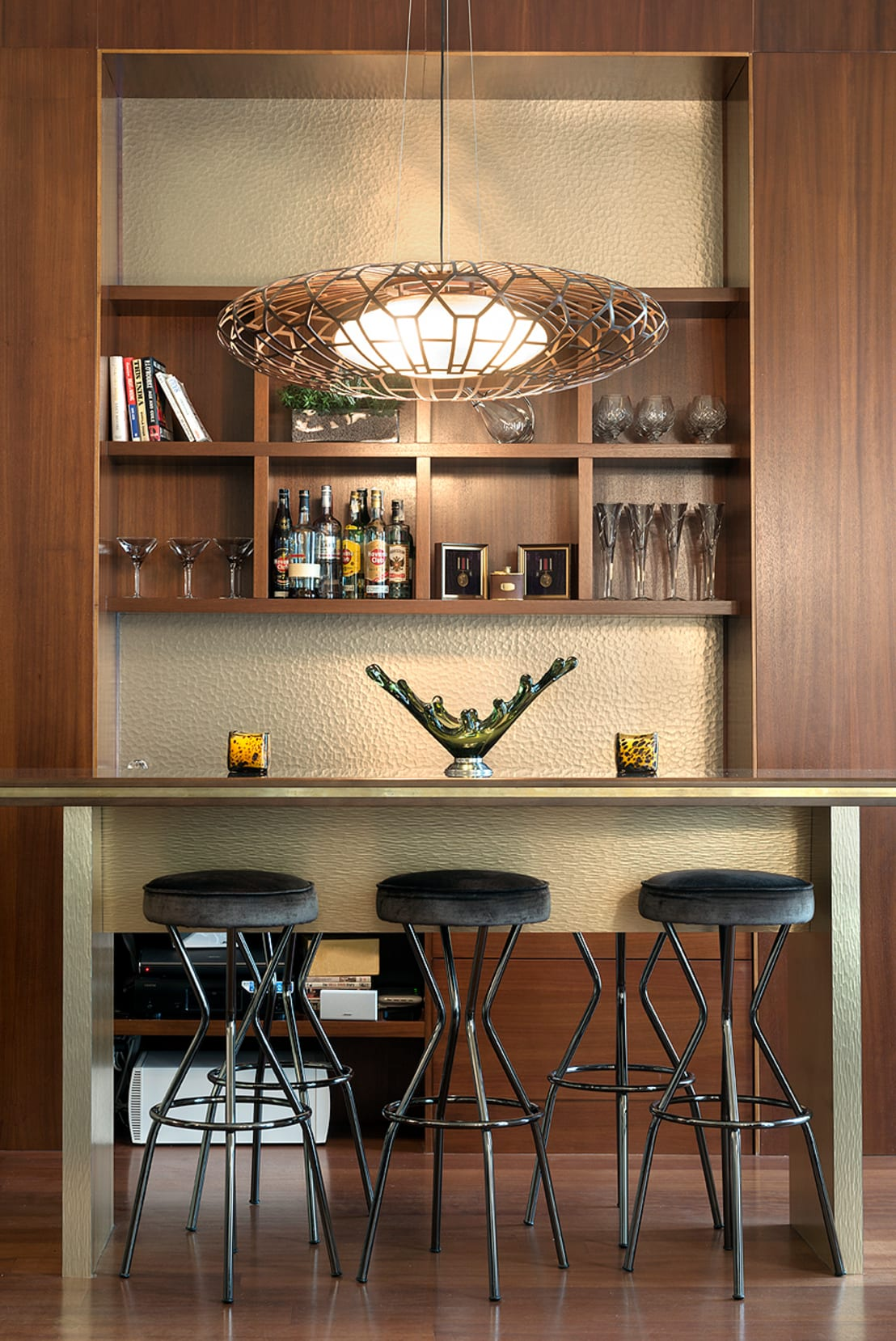 evde mini bar dekorasyonu i in neler yapmal y m. Black Bedroom Furniture Sets. Home Design Ideas