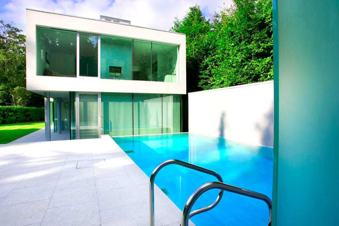 Minimalist outdoor pool by london swimming pool company for Minimalist house with swimming pool
