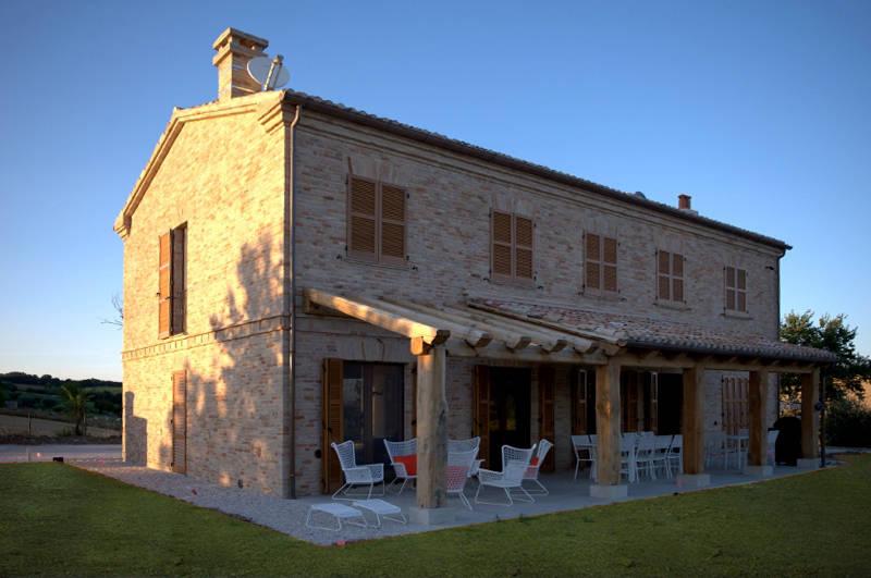 L 39 evoluzione della casa in campagna for Porte della casa di tronchi