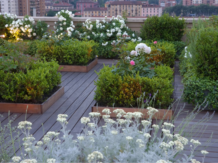 Terrazzi fioriti oasi colorate e serene for Idee per terrazzi fioriti
