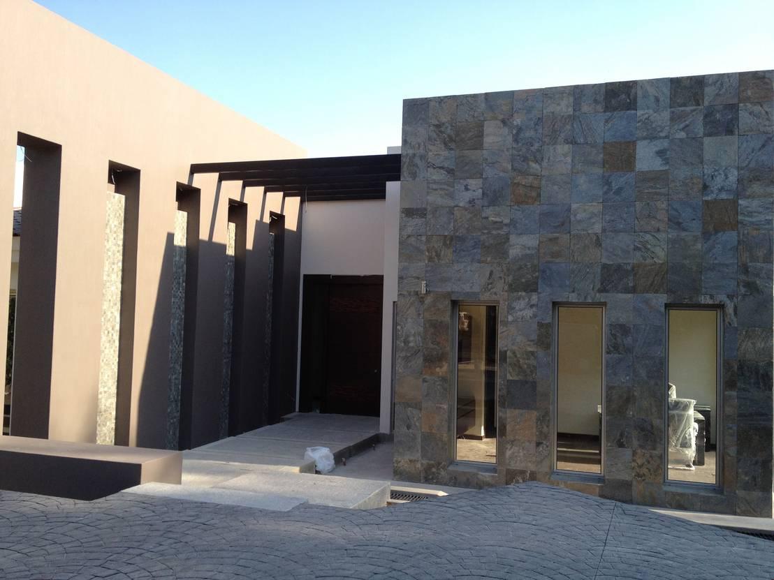 Ideas para revestir con piedra la fachada de tu casa for Casas con piedras en la fachada