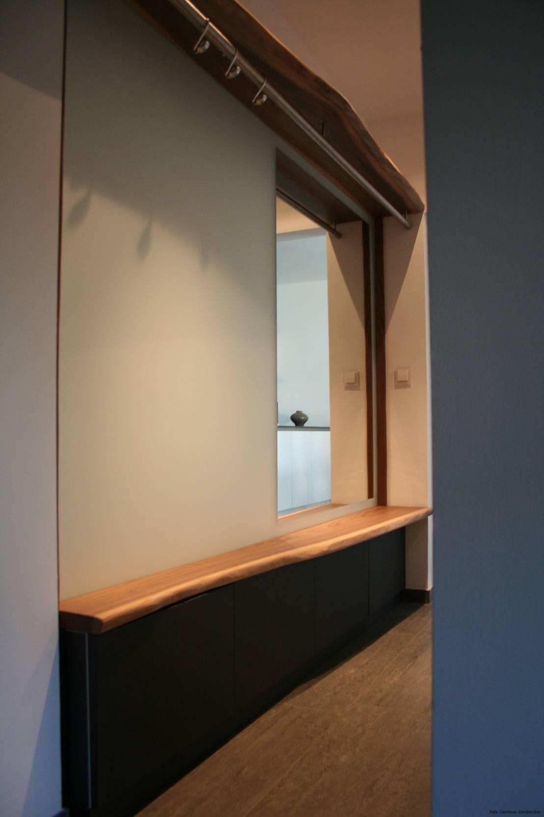 Garderobe aus massivholzbohlen black walnut for Raum design