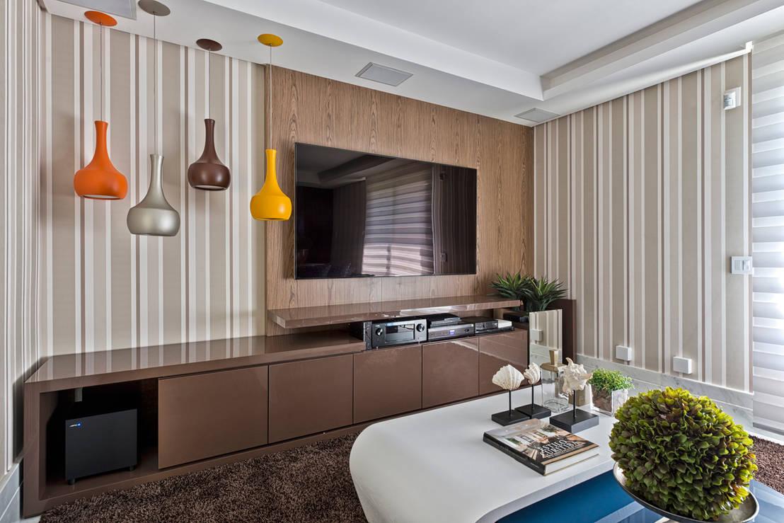 11 ideas fabulosas para decorar la pared del televisor for Mesas de televisor modernas