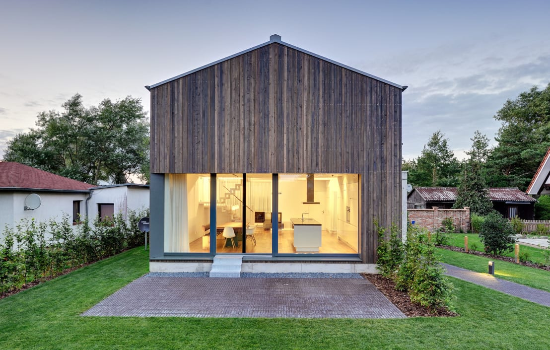 Wooden house a simple home of sophistication for Wohnhaus modern
