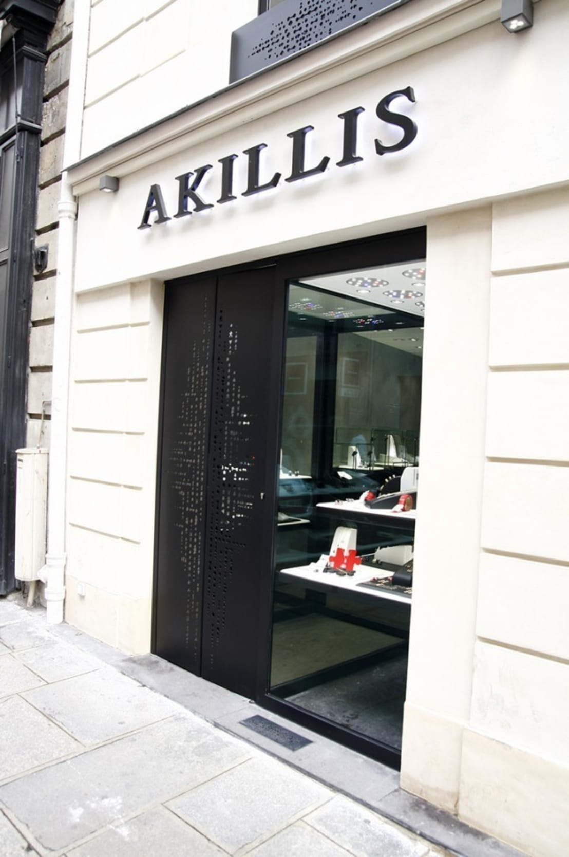 boutique joaillerie akillis rue saint honore paris par. Black Bedroom Furniture Sets. Home Design Ideas