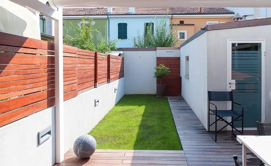 13 eenvoudige tips voor het verfraaien van tuin en terras - Foto sluit een overdekt terras ...
